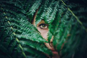 Jak zrelaksować oczy? Proste ćwiczenie od fizjoterapeutki